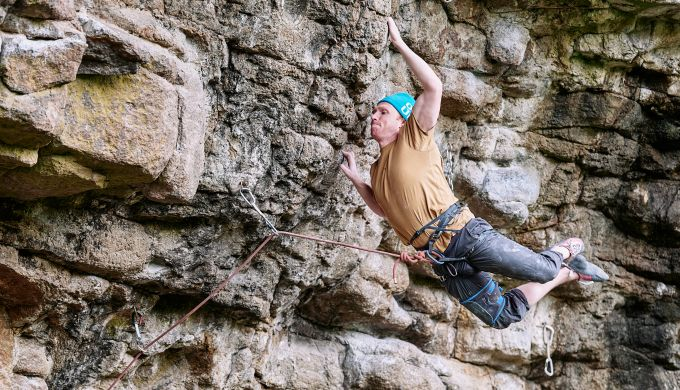 Steep rock climbing with athletic foot swing